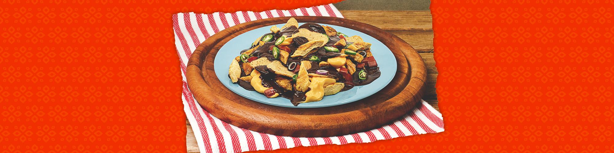 Salsas chicken mole nachos
