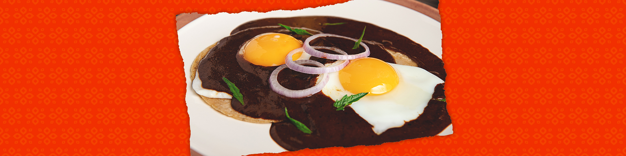 Salsas eggs with mole